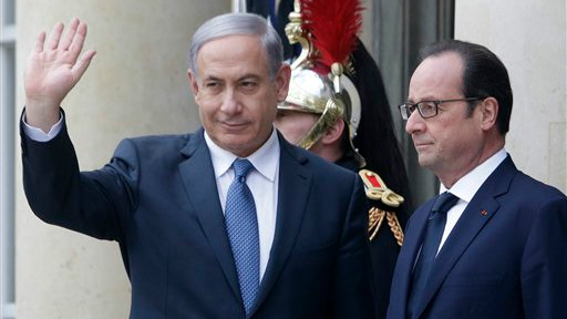French President Francois Hollande (right) and Israeli Prime Minister Benjamin Netanyahu pose for photographers at the Elysee Palace, Paris, January 11, 2015. (photo credit: AP/Thibault Camus)