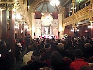 Krakow_synagogue_inside-1