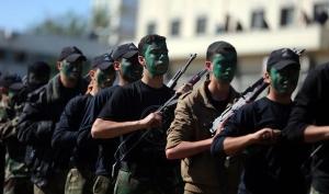 """Junge Palästinenser in einem der 18 neuen militärischen """"Avantgarde der Befreiung""""-Ausbildungslager der Hamas im Gazastreifen, Januar 2015. Die Gesichtsbemalung zeigt eine Landkarte Palästinas vom Fluss (Jordan) bis zum Meer. (Foto: Paltimes)"""