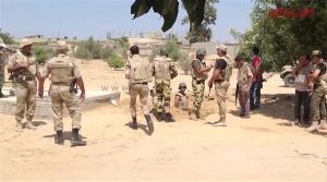 Ägyptische Soldaten bereiten die Sprengung eines großen Schmuggeltunnels vor, den sie an der Grenze zwischen dem Sinai und dem Gazastreifen entdeckt haben – September 2014. (Foto: Screenshot des Senders Almyan)